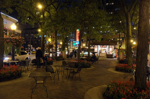 Mariano Park: having spent most of my Chicago visits in the Loop, I wasn't aware that these great little squares / parks existed.
